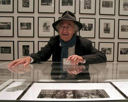 16-magnum-agency-photographer-rene-burri-pictured-at-the-opening-of-his-exhibition-at-the-manchester-city-art-gallery.jpg