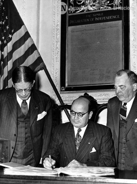 Isaías Medina Angarita junto a personalidades. (Coleccion Archivo El Nacional)