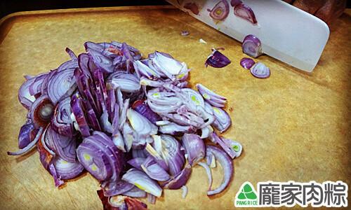 龐家肉粽用紅蔥頭自製乾淨又衛生的油蔥酥