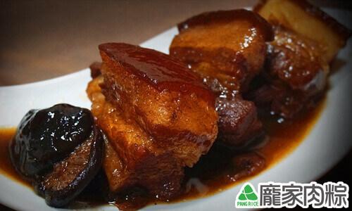 龐家肉粽包粽子的大塊紅燒三層肉