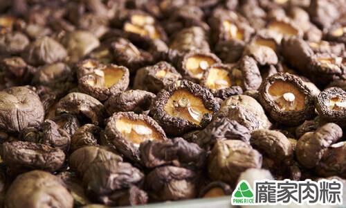 烘乾的乾燥新社冬香菇
