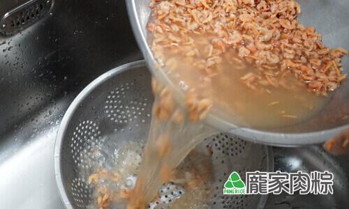 95-06蝦米清洗教學-用網子過濾