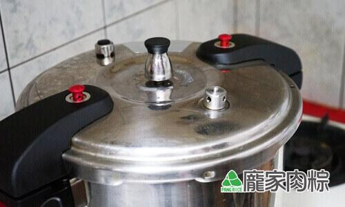 97-01壓力鍋煮肉粽