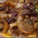 Omelette plate aux champignons, pour ceux qui ne savent pas rouler les omelettes…
