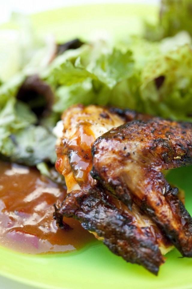 Poulet %C3%A0 la texane au bbq cuit aile et sauce1 682x1024 Poulet à la texane, recette de barbecue  non classe