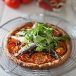 Tarte fine aux tomates et à la sardine de garde Connétable