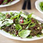 Salade de lentilles aux cerises et à la coriandre fraîche
