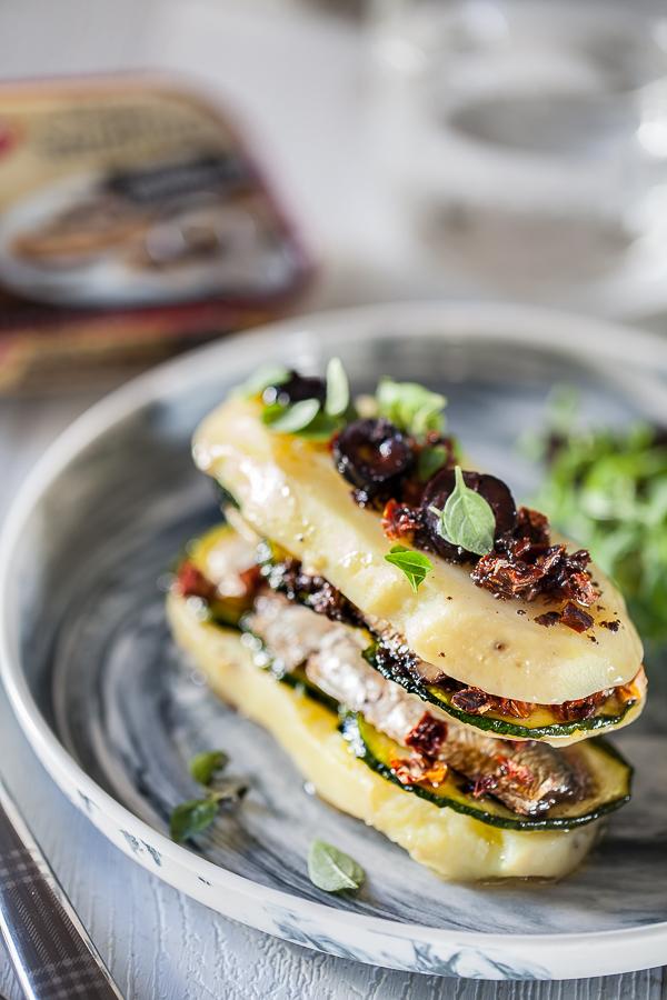 millefeuille-de-pomme-de-terre-courgettes-et-sardines-a-la-tapenade-saupiquetannedemayreverdy10