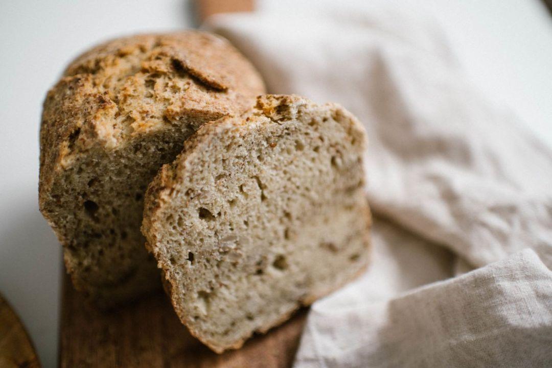 chleb bezglutenowy z siemieniem lnianym