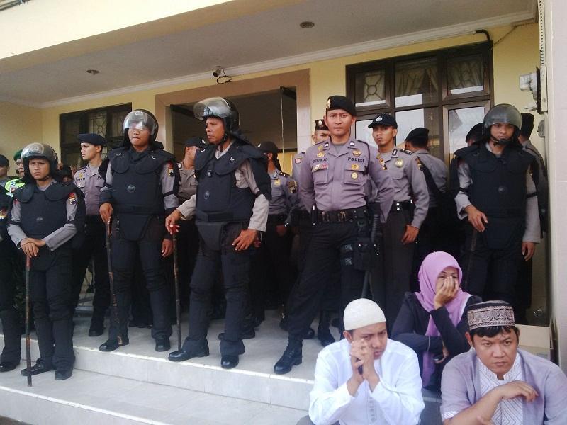 Polisi Jaga di Sidang PK Ust ABB Cilacap