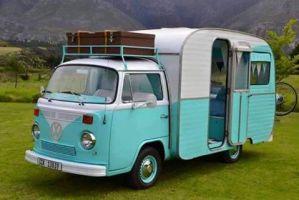 Bygga ihop husvagn och Volkswagenbuss till husbil
