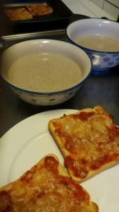 Champinjonsoppa med varma smörgåsar