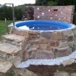 Mura sten runt liten pool