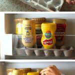 Använd en äggkartong som stöd till tuber i kylskåpsdörren