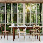 Underbart härlig fototapet med skog och glasdörrar