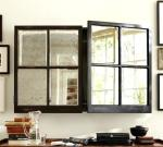 Skåp med spegel och fönsterspröjs