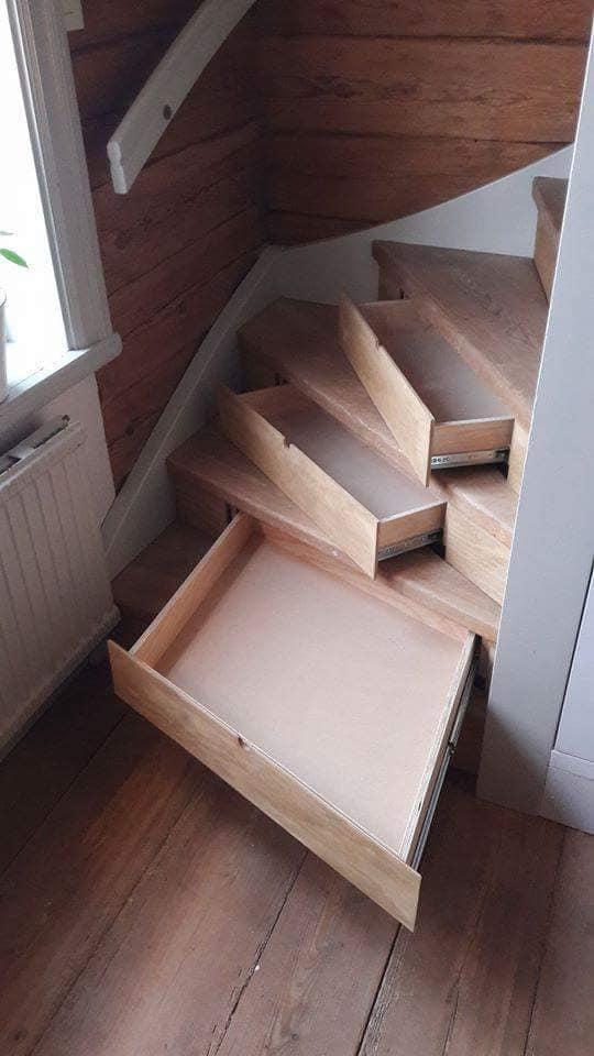 trappa med lådor