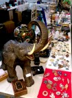antiques_stand