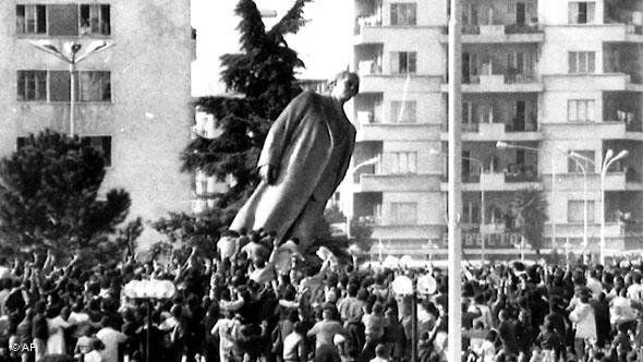 Nga rrëzimi i monumentit të Enver Hoxhës