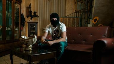 unter-gangstern-babymafia-in-italien-100_384x216 (1)