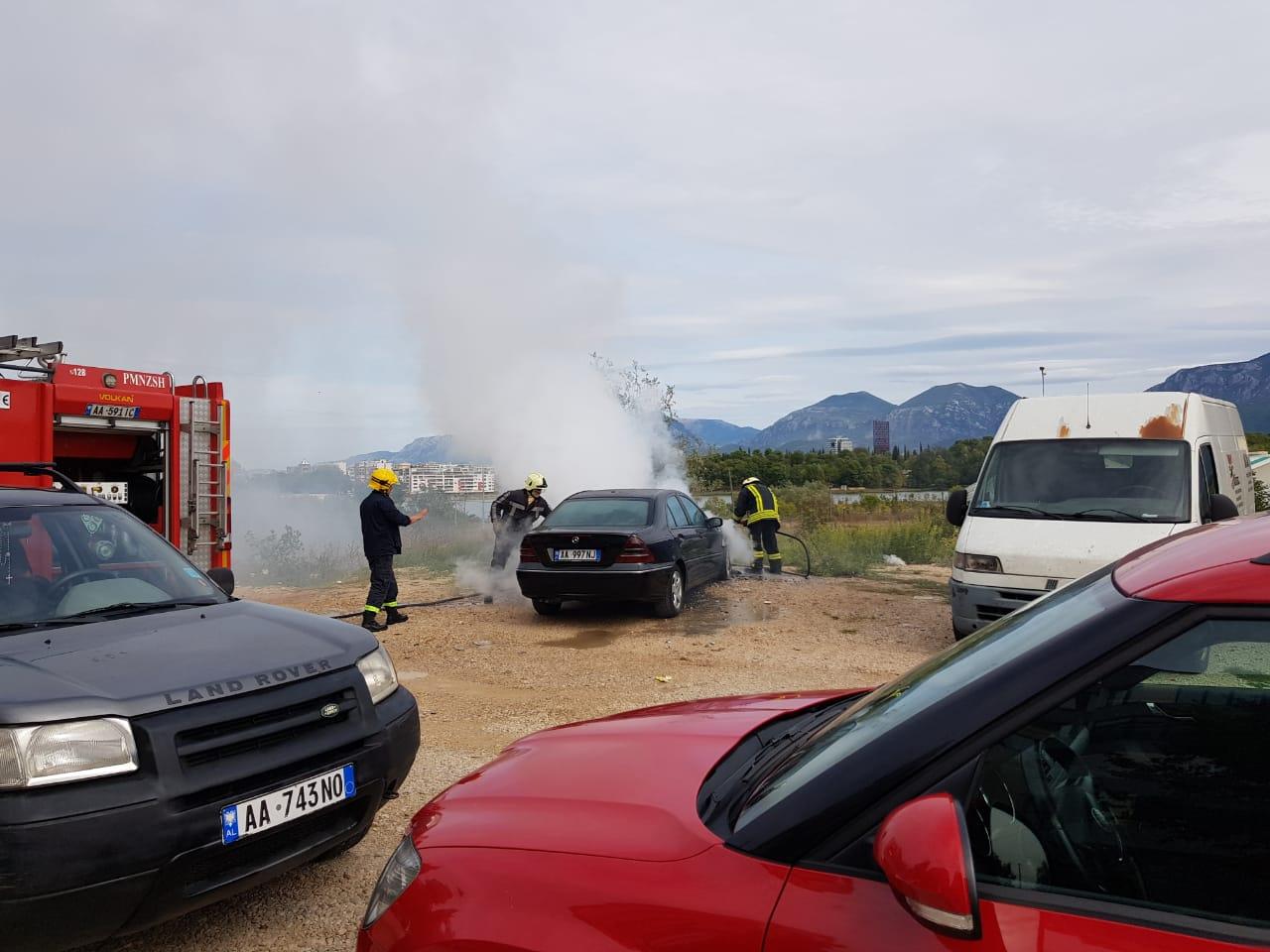 Digjet makina te liqeni i thate policit i mbaron bombla zjarrfikese (3)