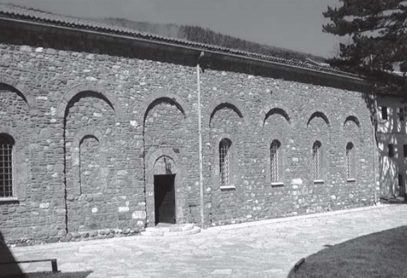 manastiri i decanit2