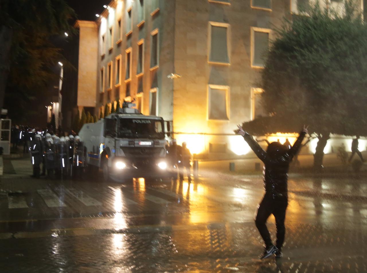Protesta-Dhuna-Klodian-Rasha-gaz-lotsjelles-tym-policia-sulmi-shkaterrimi (28)