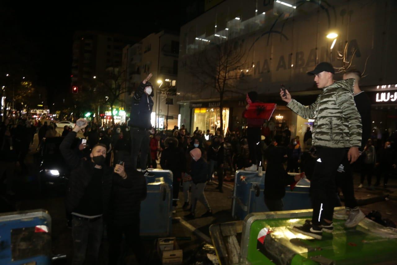 Protesta-Dhuna-Klodian-Rasha-gaz-lotsjelles-tym-policia-sulmi-shkaterrimi (49)