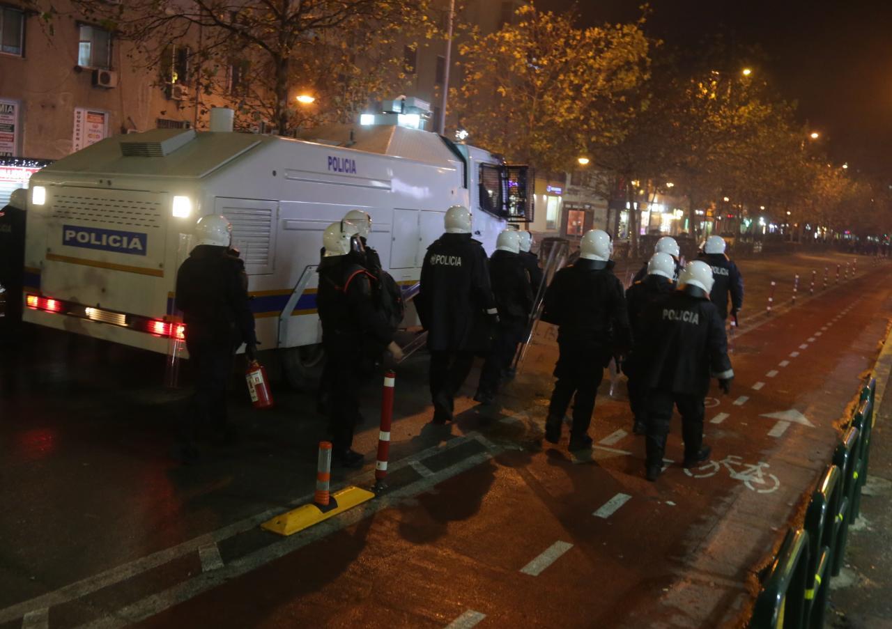 Protesta-Dhuna-Klodian-Rasha-gaz-lotsjelles-tym-policia-sulmi-shkaterrimi (50)