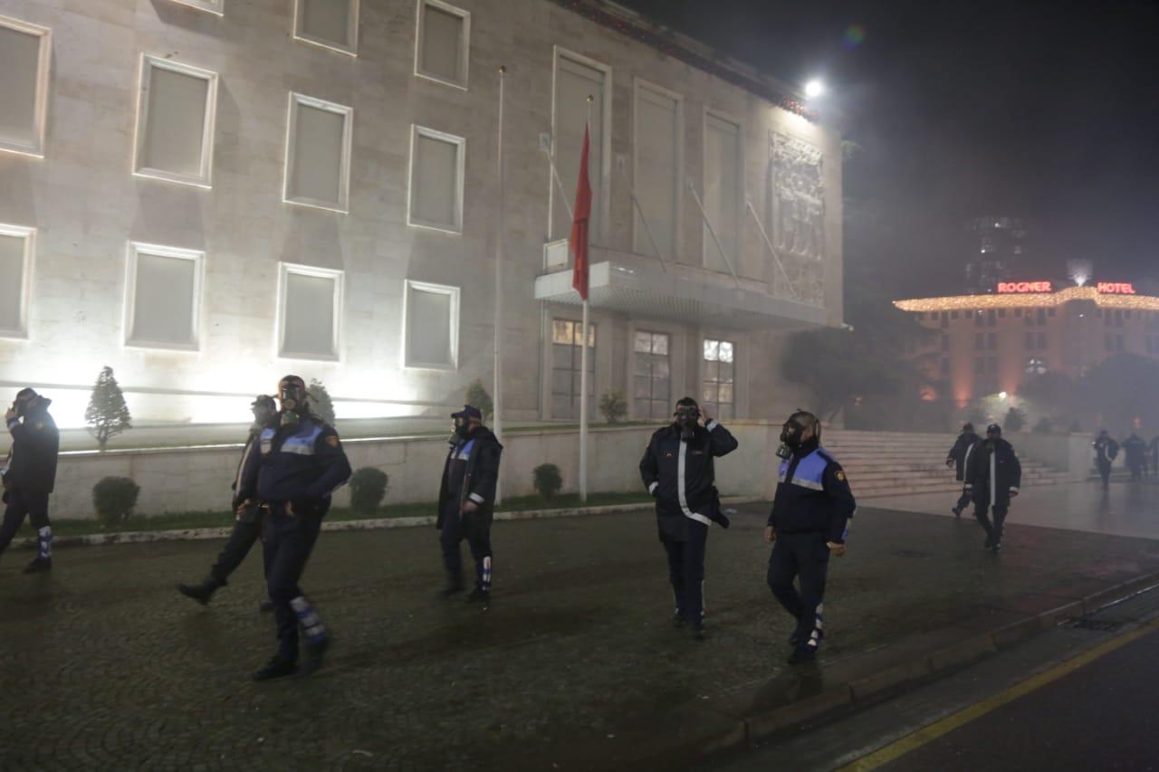 Protesta-Dhuna-Klodian-Rasha-gaz-lotsjelles-tym-policia-sulmi-shkaterrimi (6)
