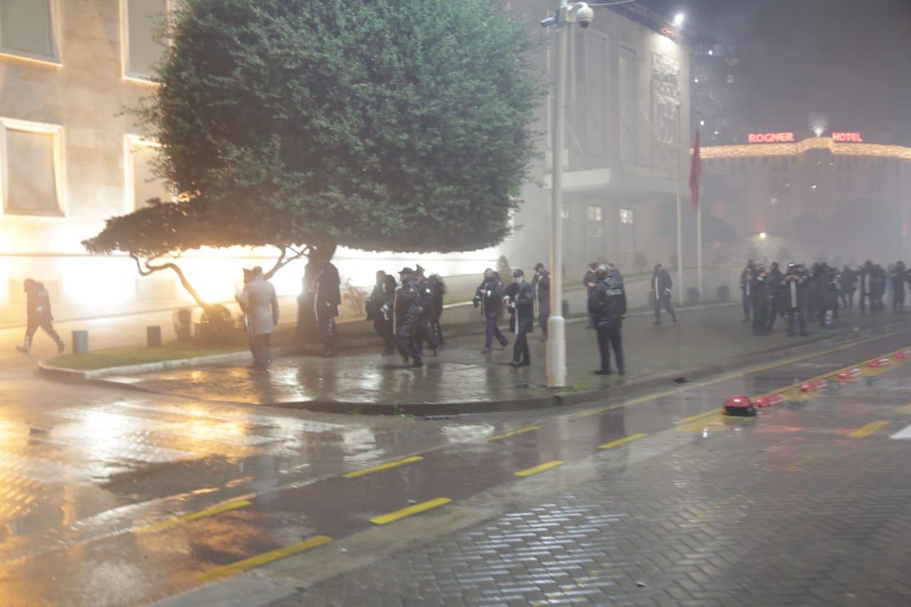 Protesta-Dhuna-Klodian-Rasha-gaz-lotsjelles-tym-policia-sulmi-shkaterrimi (7)