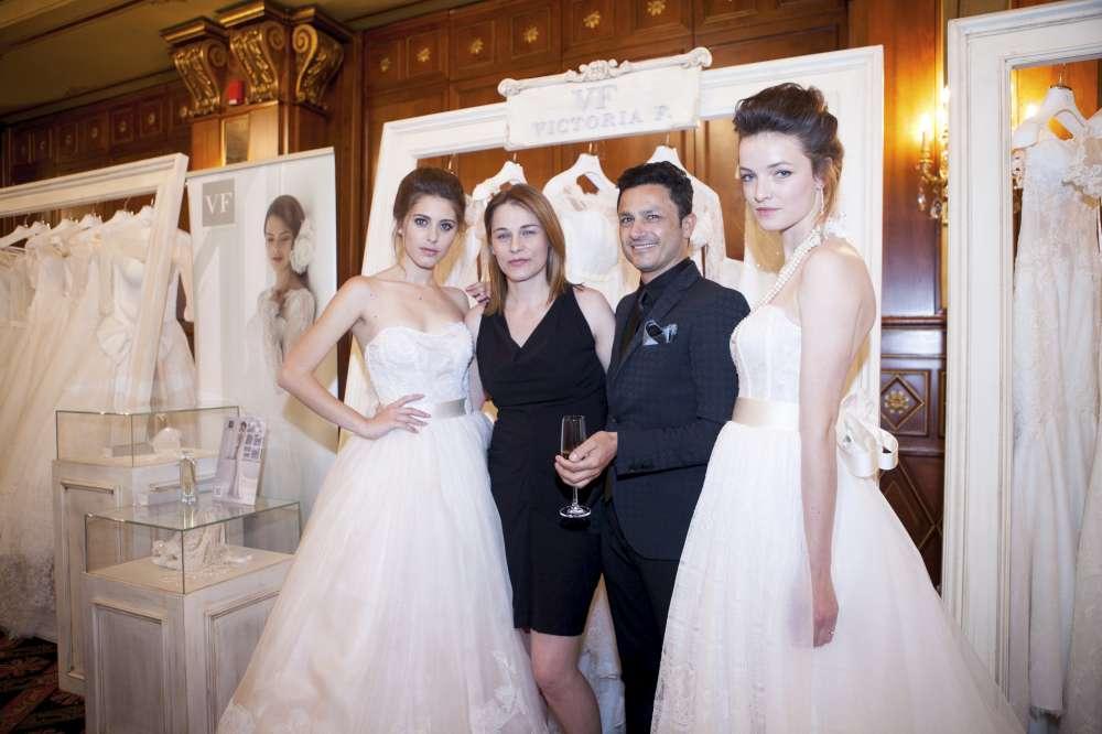 Vittoria Foraboschi e Gino Signore con due modelle-1000