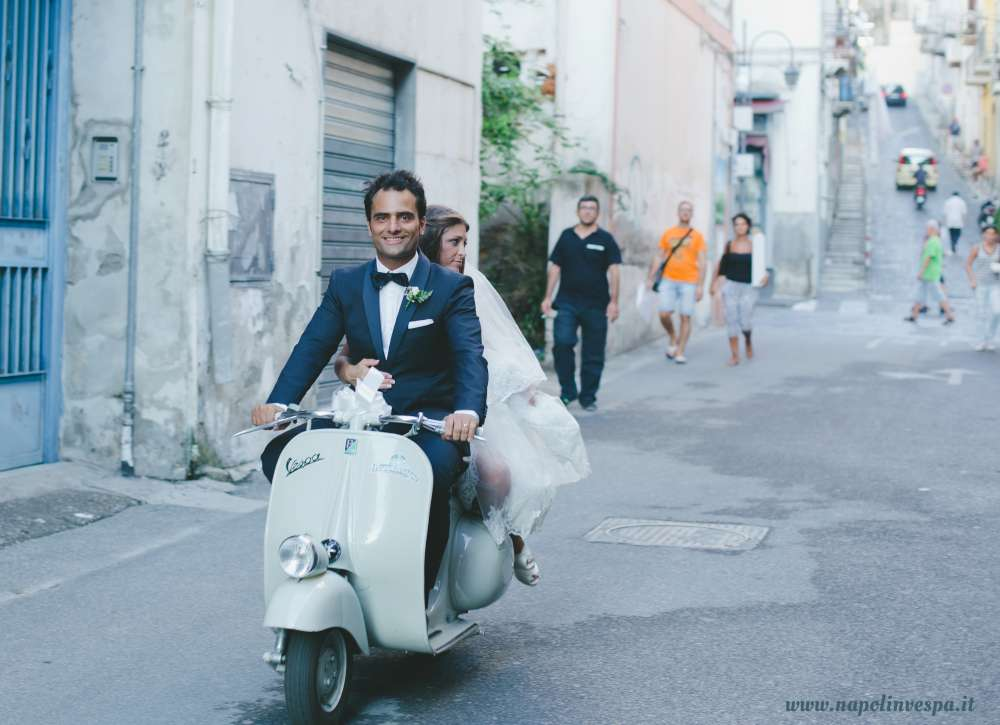 Matrimonio In Vespa : Matrimonio in vespa d epoca a napoli
