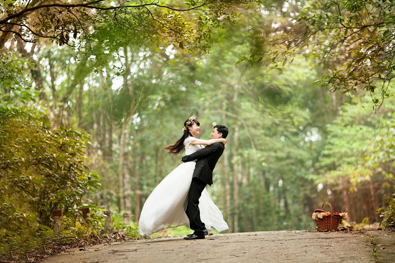 sposi abbracico generica