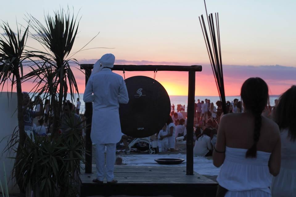 Singita Miracle Beach - il gong al tramonto