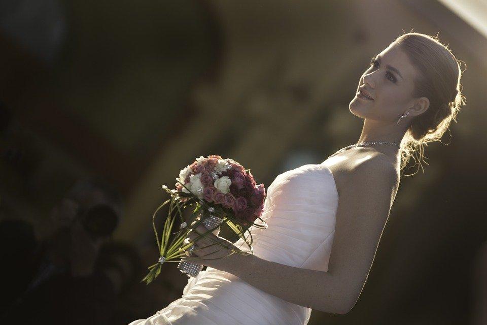 Sposa abbronzata il giorno del matrimonio