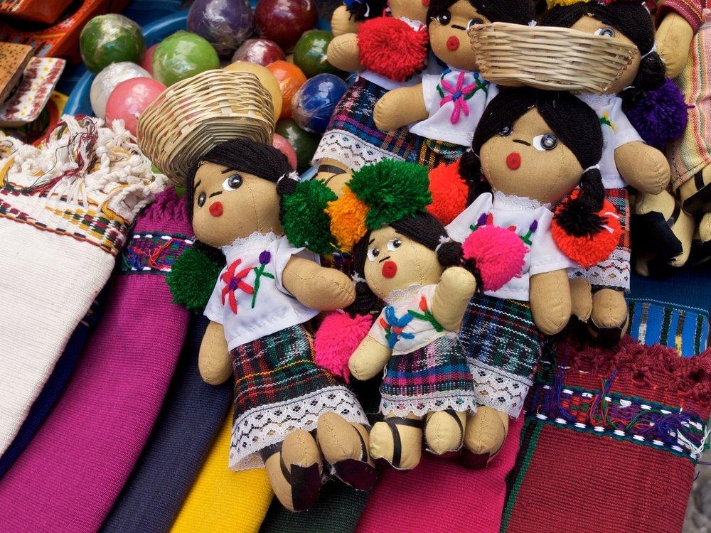 Viaggio di nozze in Guatemala, bambole di pezza