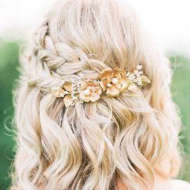 Acconciature sposa per capelli medi  le tendenze 2018. by Elisa Cornelli.  View Gallery 26 Photos. Panorama Sposi. 1. 2. 3 ad44c3edff6d
