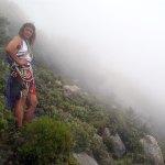 Caminando entre la niebla por la parte alta del Puig Campana