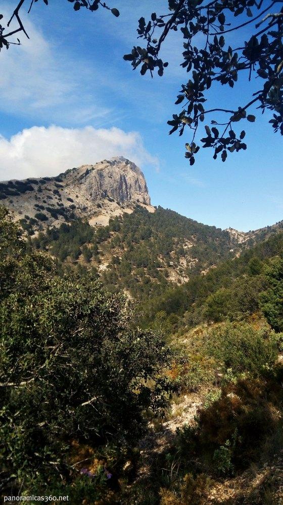 Monte Cabal desde la senda que conduce al passet de la Rabosa