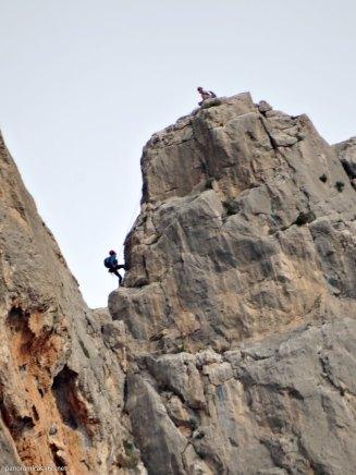Dos escaladores en el rapel de la arista Aristóteles