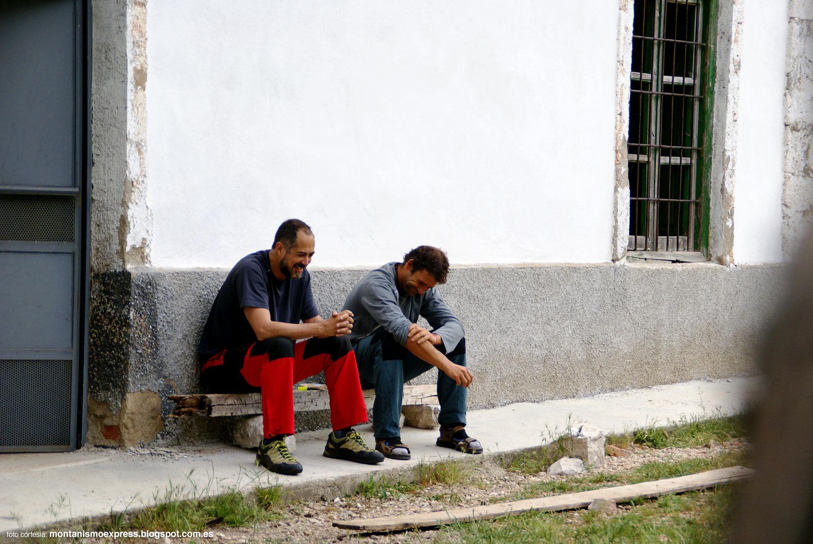 Gérard y Poli en el refugio de Fuente de Acero antes de salir