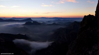 La sierra del Cid con un hermoso mar de nubes desde el Maigmó