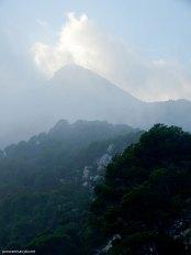 El Maigmó oculto tras las nubes