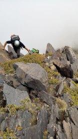 Óscar escalando la Arista de la Ruptura Democrática al Pico Juego de Bolos en Sierra Nevada