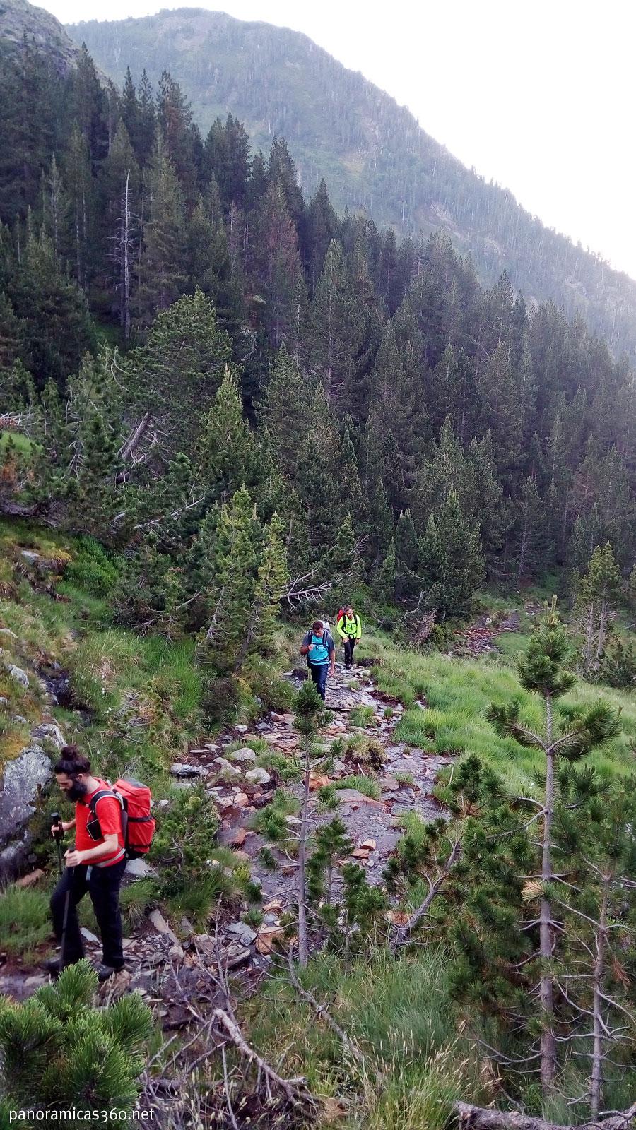 Caminando por el valle del Cinqueta de la Pez