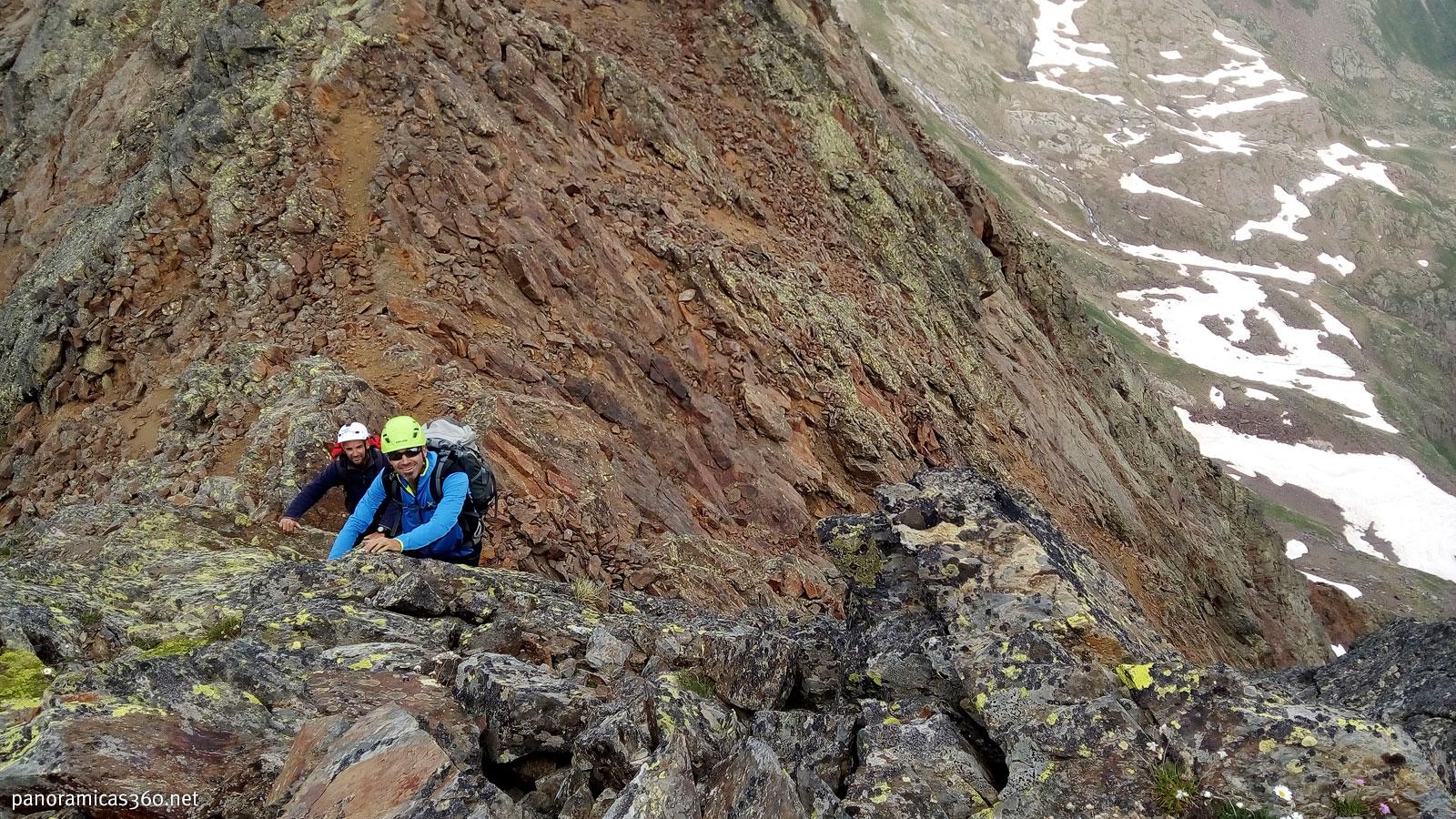 Trepa para subir a la Punta Ledormeur