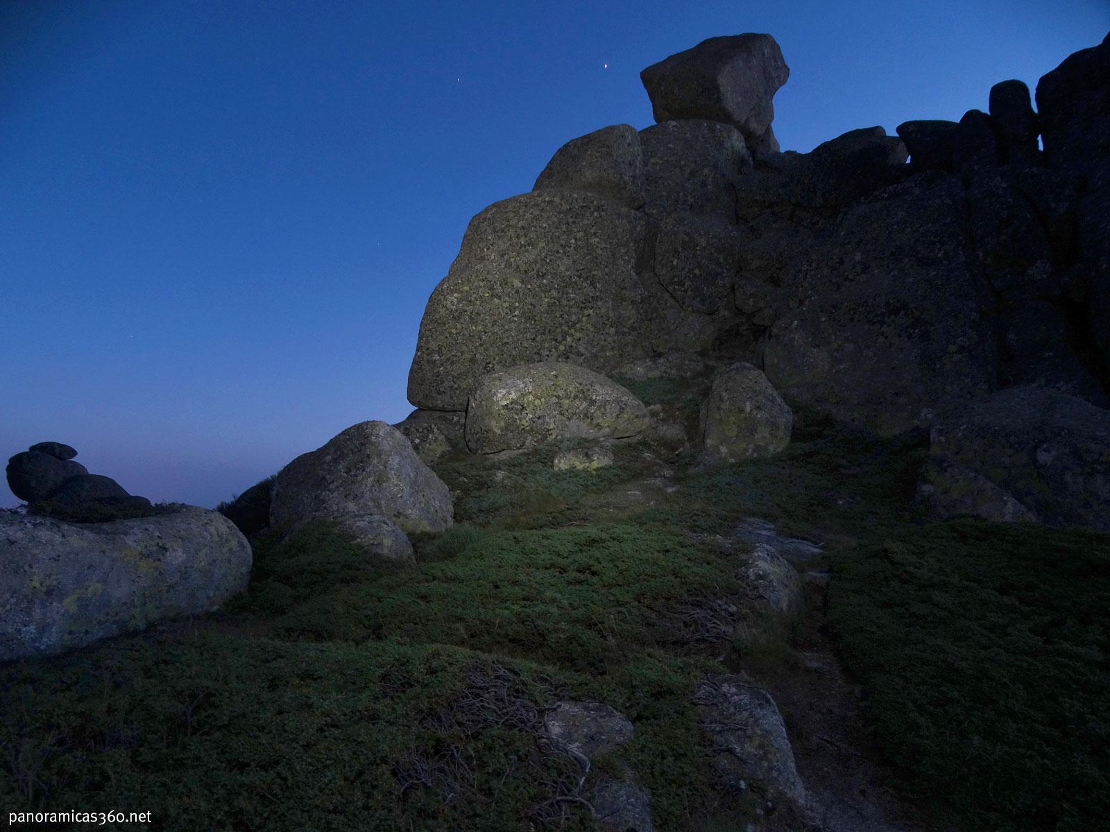 Bloque de granito que veía desde mi vivac en la Sierra de Guadarrama