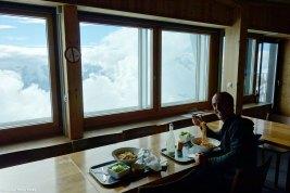 Cenando en el refugio de Klein Matterhorn