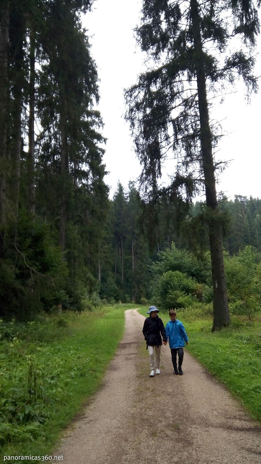 Cris y Pau durante nuestra ruta senderista
